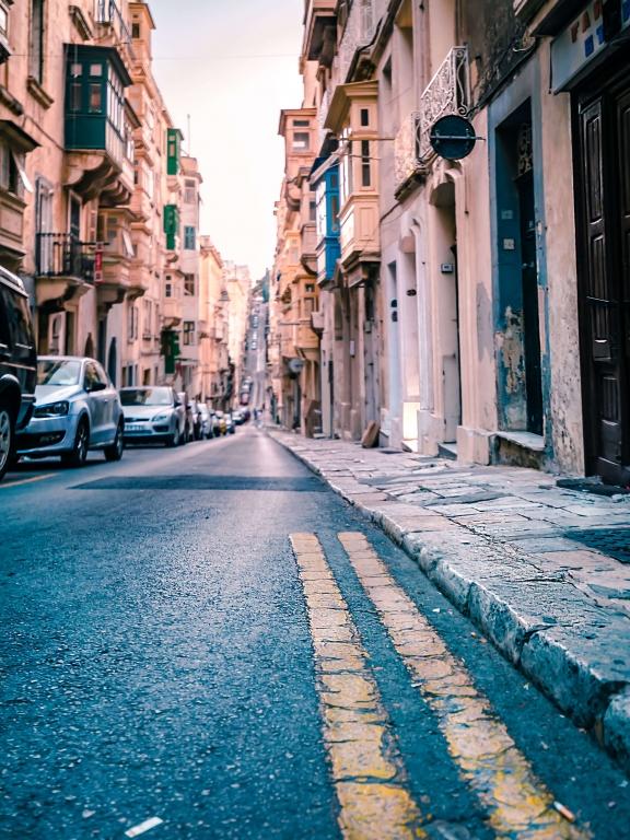 MALTA_Valletta-street-2